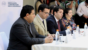 Fabrizio Caligaris (Ministro de la SICOM) presentó la nueva franja informativa Foto: Sicom
