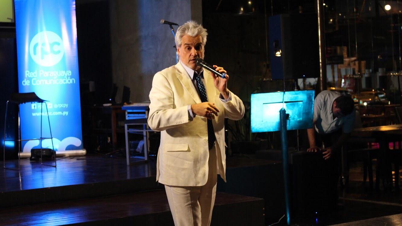 Roberto pettinato conducir un programa en paraguay en la for Divan quien fuera el